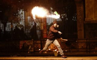 police-attacked-with-molotov-cocktails-in-downtown-athens