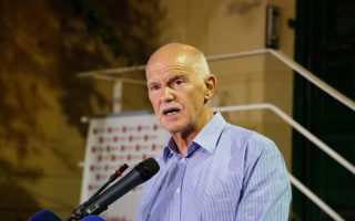 former-pm-papandreou-stands-accused-of-making-false-pledges