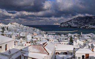 new-cold-snap-heavy-snowfall-causes-problems-across-greece