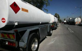 truck-carrying-propane-overturns-on-highway-causing-gas-leak