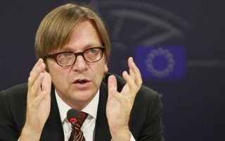 in-letter-to-tsipras-verhofstadt-appeals-against-extradition-of-turkish-officers
