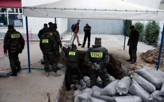 wwii-bomb-is-defused-after-75-000-people-evacuated-in-northern-greece