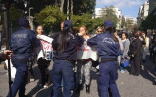 police-prevent-protesting-cleaners-from-reaching-pm-amp-8217-s-office