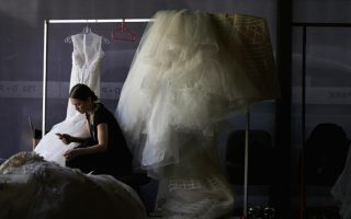 crisis-in-greece-prompts-increase-in-marriage-breakups