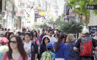 greek-retail-sales-fall-1-pct-in-december-led-by-drugs-and-cosmetics