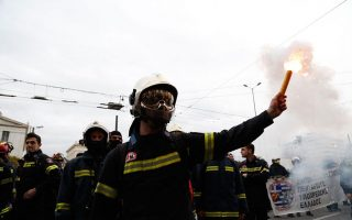 greek-firefighters-take-to-streets-over-hiring-conditions