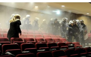 golden-dawn-trial-disrupted-after-tensions-lead-to-scuffles