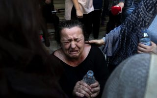 workers-at-public-hospitals-protest-outside-health-ministry-in-athens