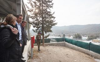 mitsotakis-decries-state-of-moria-refugee-camp-on-visit-to-lesvos0