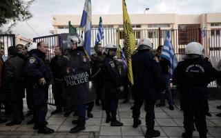tensions-peak-at-protest-over-refugee-children-at-school-in-oraiokastro