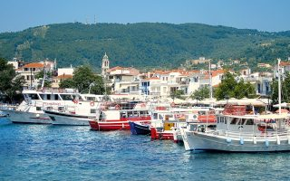 ferry-service-restores-sporades-amp-8217-mainland-connection