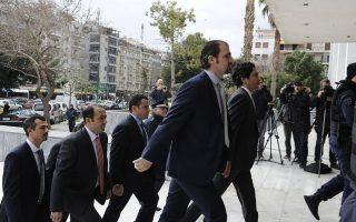 greek-court-says-turkish-servicemen-must-stay-in-custody