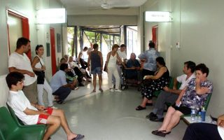 public-hospitals-stretched-further-after-access-granted-to-uninsured-greeks