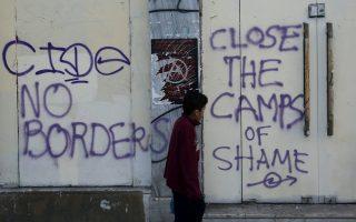 most-greeks-overestimate-refugee-numbers-survey-finds