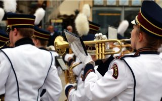 american-high-school-band-plays-in-the-streets-of-nafplio