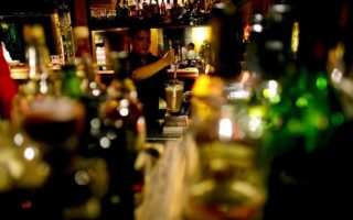 poll-greeks-abuse-alcohol-less-than-eu-counterparts