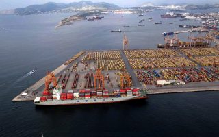 cosco-reports-february-fall-in-containers-handled-in-piraeus