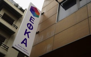 90-000-workers-are-still-awaiting-efka-notice