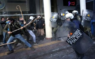 greek-farmers-protesting-tax-hikes-fight-police-in-athens