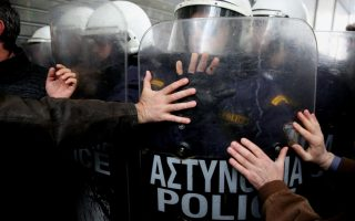 hospital-workers-clash-with-police-during-athens-protest