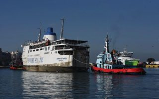 listing-ferry-to-be-removed-from-piraeus-port