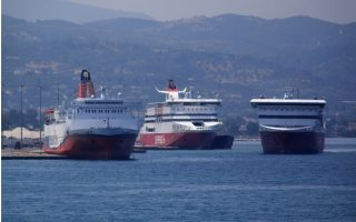 yacht-and-ship-collide-at-sea-off-patra