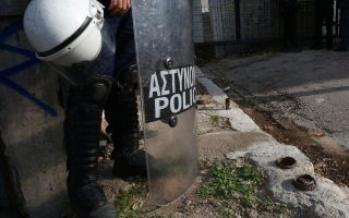 police-raid-athens-squats-detain-dozens-of-migrants