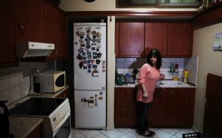 as-austerity-digs-in-greek-courts-are-battleground-on-foreclosures0