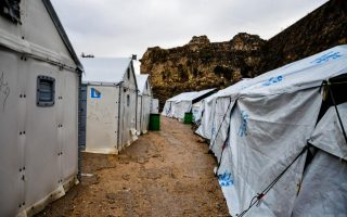 woman-and-child-injured-in-clashes-at-chios-migrant-camp