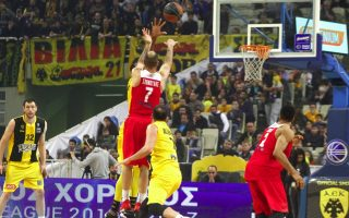 reds-triumph-at-aek-to-stay-on-top-of-basket-league