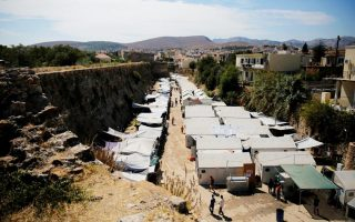 two-arrested-after-attack-on-chios-refugee-camp0