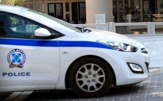 bomb-threat-made-against-bank-on-syntagma-square