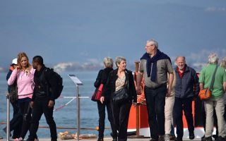 dip-in-greek-tourism-arrivals-and-revenues-at-start-of-year
