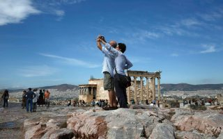 greek-current-account-deficit-widens-in-february-tourism-revenue-drops