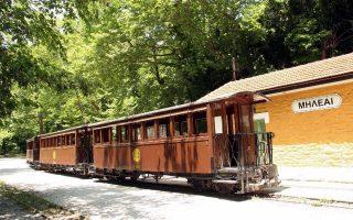 mountain-train-carrying-passengers-derails