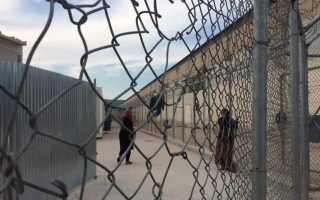 five-arrested-in-police-raid-on-chios-migrant-camp