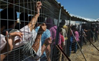 number-of-unaccompanied-minors-detained-with-unrelated-adult-males-rises