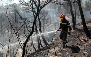 fire-flares-up-on-kythera-as-lesvos-blaze-controlled