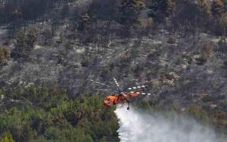 forest-fire-threatens-homes-on-greek-island