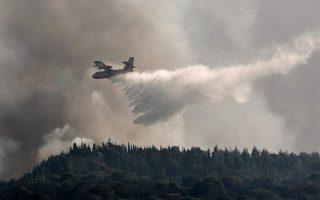 firefighters-battle-blaze-in-ileia-in-the-peloponnese