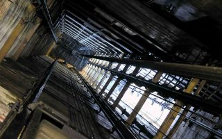 three-injured-in-elevator-accident-in-volos
