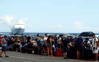 greek-ports-cannot-cope-with-traffic