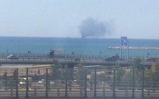 yacht-catches-fire-near-alimos-marina