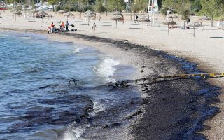 shipping-minister-says-would-resign-if-asked-over-saronic-gulf-oil-spill
