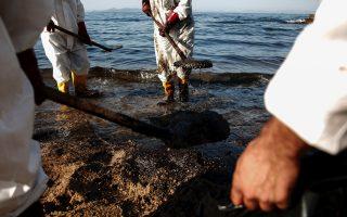 faliro-beach-choked-by-oil-spillage