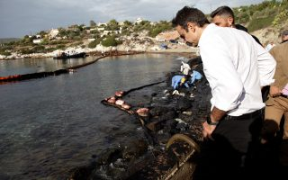 mitsotakis-insists-oil-spill-questions-remain-unaswered