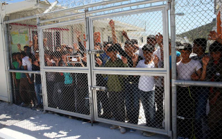 as-tensions-rise-on-lesvos-residents-call-for-more-asylum-staff