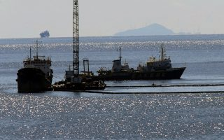 fuel-cleanup-resumes-amid-fears-of-fresh-leak-from-sunken-tanker