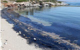 government-slammed-for-slow-response-to-oil-spill0