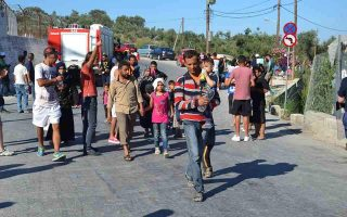 push-to-move-migrants-from-islands-to-mainland
